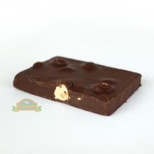 Σοκολάτα με φυστικοβούτυρο και αμύγδαλα ή φουντούκια